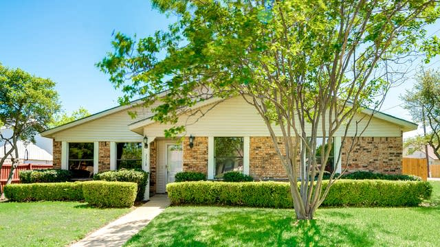 Photo 1 of 28 - 2718 Saint George Dr, Garland, TX 75044