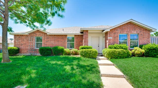 Photo 1 of 29 - 1710 Cliffbrook Dr, Rockwall, TX 75032
