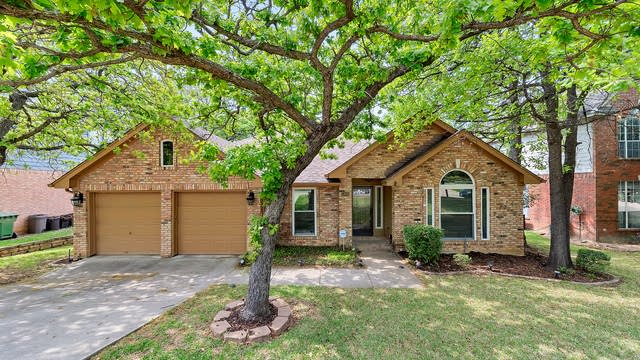 Photo 1 of 28 - 5302 Shadow Glen Dr, Grapevine, TX 76051