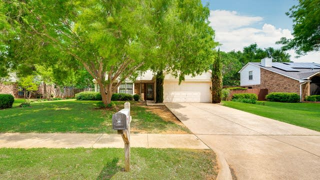 Photo 1 of 25 - 2705 Fountainview Dr, Corinth, TX 76210