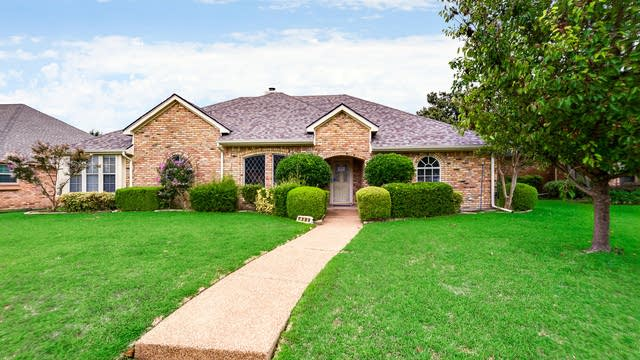 Photo 1 of 30 - 7309 Hollingsworth Dr, Plano, TX 75025