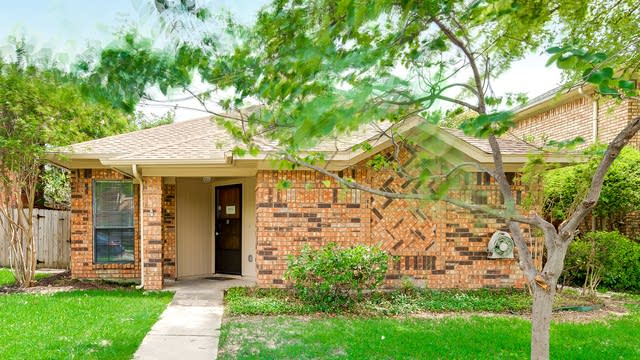 Photo 1 of 30 - 1650 Kingspoint Dr, Carrollton, TX 75007
