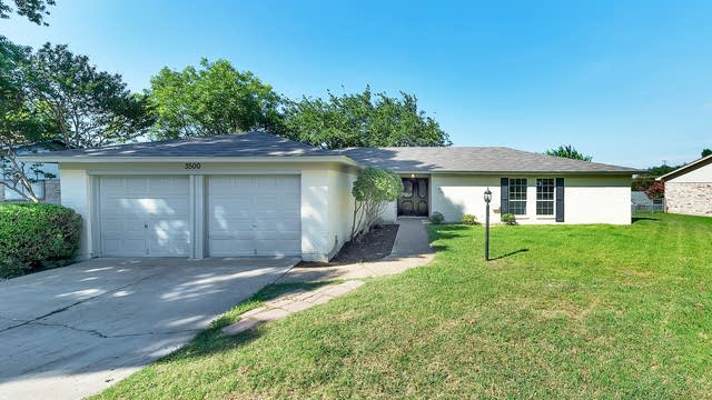Photo 1 of 29 - 5300 Wolens Way, Fort Worth, TX 76133