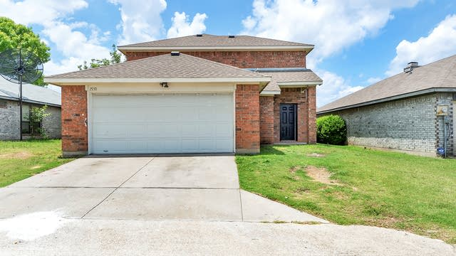 Photo 1 of 25 - 2950 Lawndale Dr, Lancaster, TX 75134