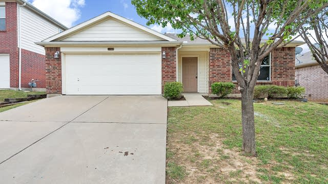 Photo 1 of 23 - 1816 Little Deer Ln, Fort Worth, TX 76131