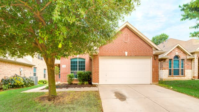 Photo 1 of 31 - 552 Lowery Oaks Trl, Fort Worth, TX 76120