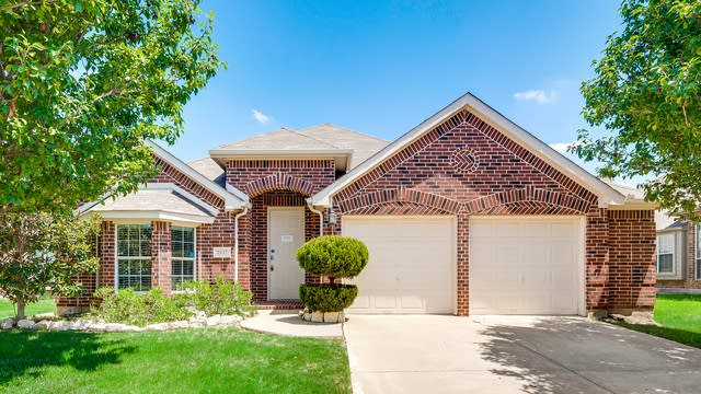 Photo 1 of 34 - 2417 Deerwood Dr, Little Elm, TX 75068