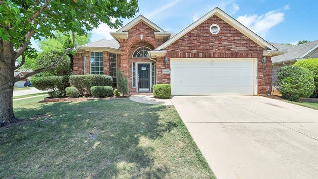Photo 1 of 26 - 12601 Sweet Bay Dr, Euless, TX 76040