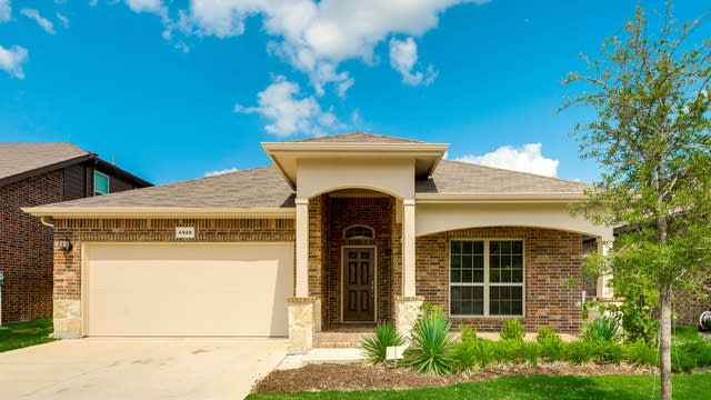 Photo 1 of 27 - 4928 Lazy Oaks St, Fort Worth, TX 76244
