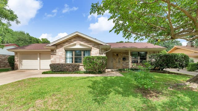 Photo 1 of 26 - 605 Eastcliff Dr, Euless, TX 76040