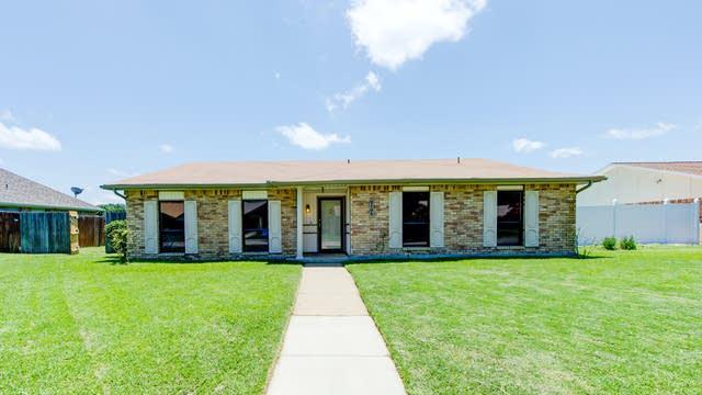 Photo 1 of 28 - 2105 Lewis Trl, Grand Prairie, TX 75052
