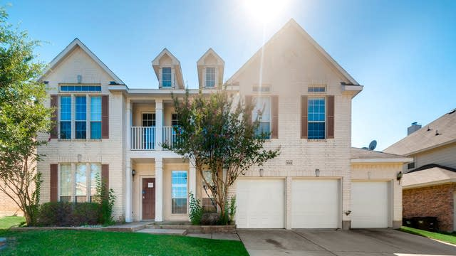 Photo 1 of 33 - 8324 Summer Park Dr, Fort Worth, TX 76123