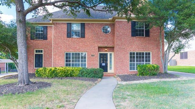 Photo 1 of 38 - 740 Silverthorne Trl, Lewisville, TX 75077