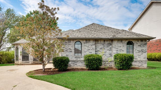 Photo 1 of 27 - 701 Long Hill Ct, McKinney, TX 75071