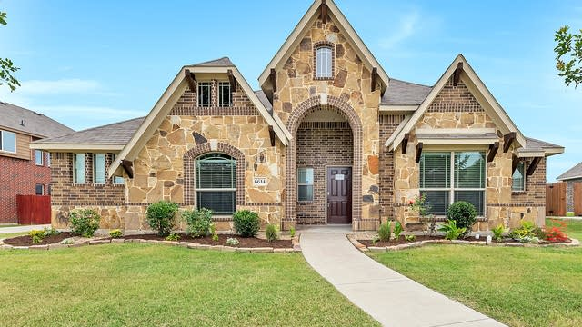 Photo 1 of 31 - 6614 Dempsey Ln, Midlothian, TX 76065