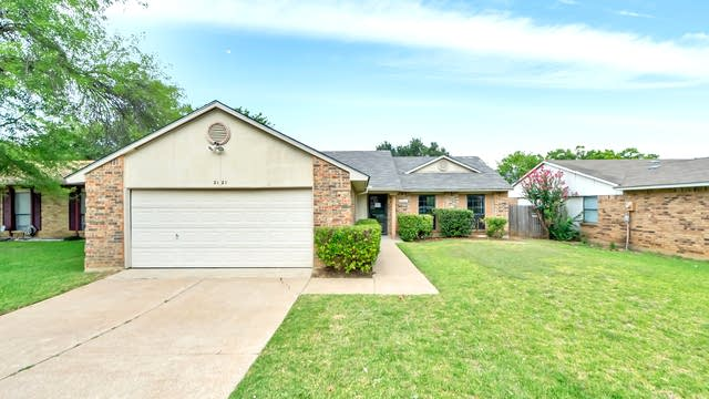 Photo 1 of 23 - 2121 Newbury Dr, Arlington, TX 76014
