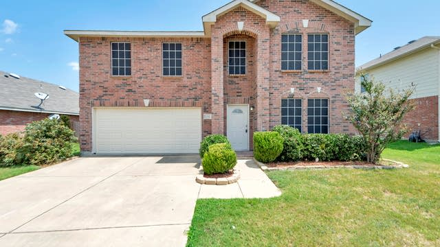 Photo 1 of 28 - 12612 Pricklybranch Dr, Fort Worth, TX 76244
