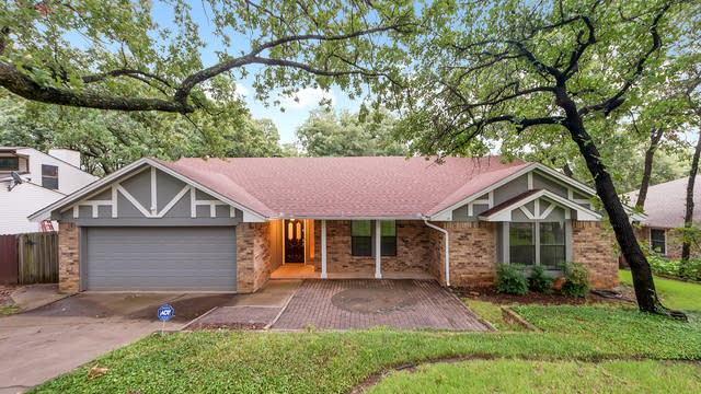 Photo 1 of 28 - 2829 Brookshire Dr, Grapevine, TX 76051