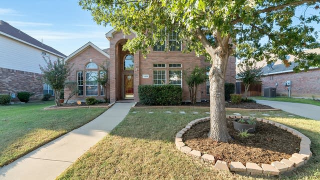 Photo 1 of 33 - 1409 Brighton Dr, Mansfield, TX 76063
