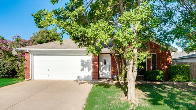 Photo 1 of 25 - 7502 Yorkmeadow Dr, Arlington, TX 76001