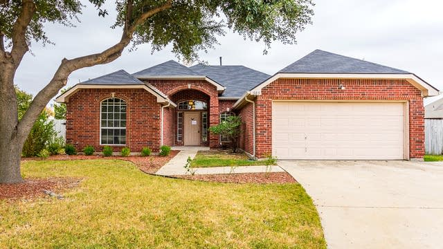 Photo 1 of 31 - 505 Willow Ln, Forney, TX 75126
