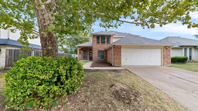 Photo 1 of 35 - 6711 Keeler Dr, Arlington, TX 76001