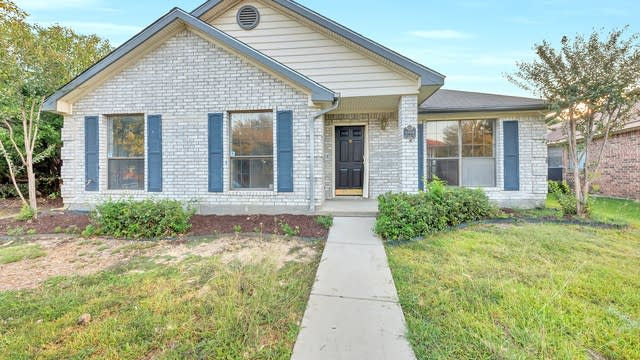 Photo 1 of 24 - 6944 Bentley Ave, Fort Worth, TX 76137