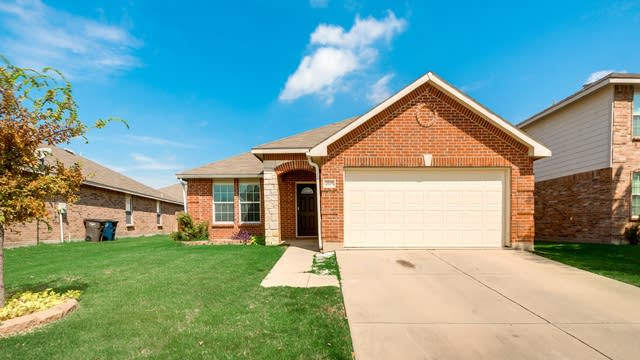 Photo 1 of 27 - 4505 Martingale View Ln, Fort Worth, TX 76244