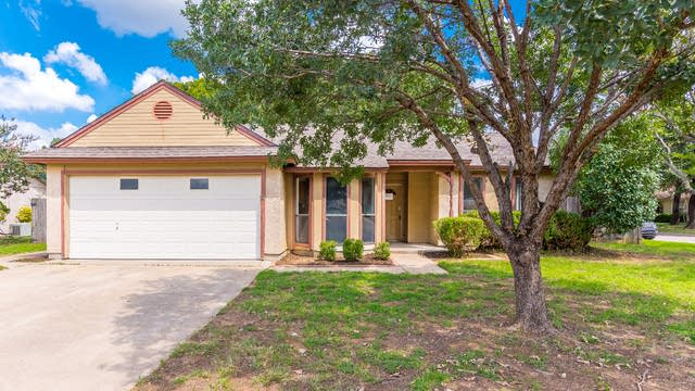 Photo 1 of 25 - 3607 Sandhurst Dr, Arlington, TX 76001
