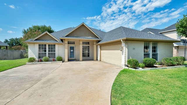 Photo 1 of 29 - 6724 Trail Cliff Way, Fort Worth, TX 76132