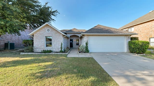 Photo 1 of 19 - 5328 Chessie Cir, Haltom City, TX 76137