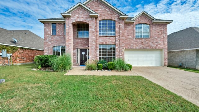 Photo 1 of 39 - 5787 Echo Bluff Dr, Haltom City, TX 76137