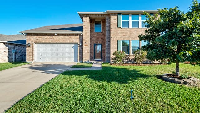 Photo 1 of 34 - 100 Queen Annes Dr, Burleson, TX 76028
