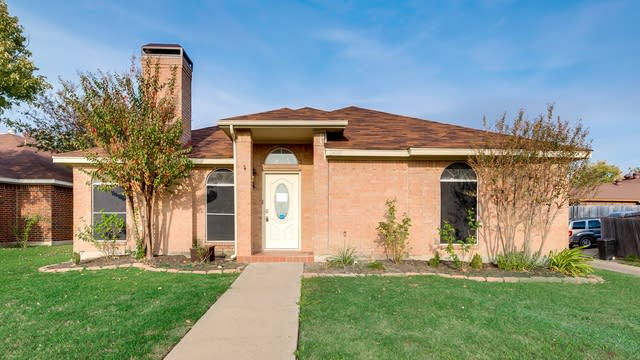 Photo 1 of 35 - 2608 Park Valley Dr, Mesquite, TX 75181