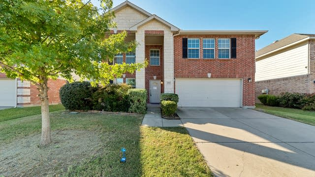 Photo 1 of 34 - 4516 Willow Rock Ln, Fort Worth, TX 76244