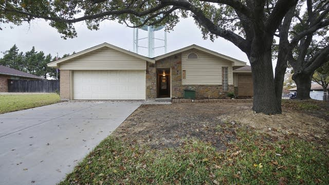 Photo 1 of 26 - 9716 Westpark Dr, Benbrook, TX 76126