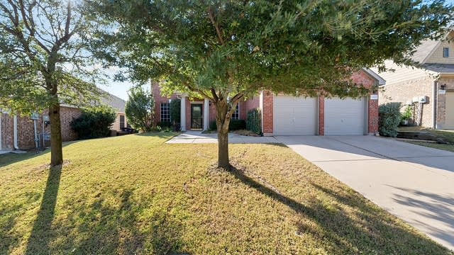 Photo 1 of 36 - 12221 Vienna Apple Rd, Fort Worth, TX 76244