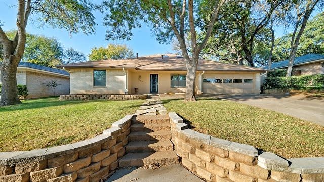 Photo 1 of 34 - 1109 Rusdell Dr, Irving, TX 75060