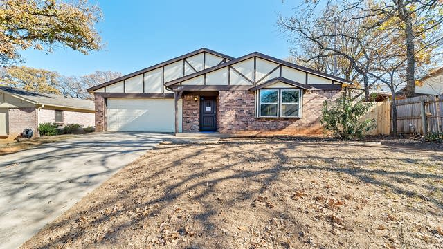 Photo 1 of 29 - 4817 Crest Dr, Arlington, TX 76017