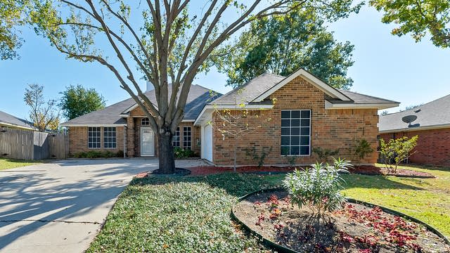 Photo 1 of 30 - 1402 New Haven Dr, Mansfield, TX 76063