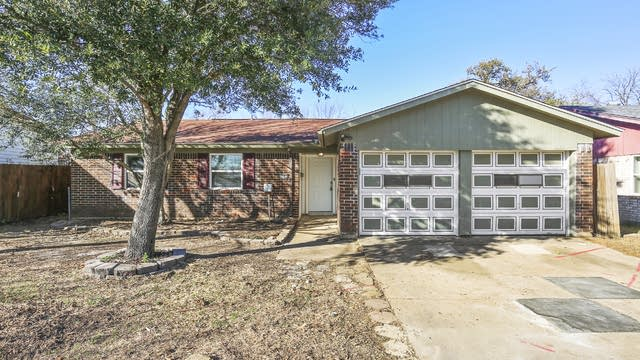 Photo 1 of 26 - 1107 Dora St, Bedford, TX 76022