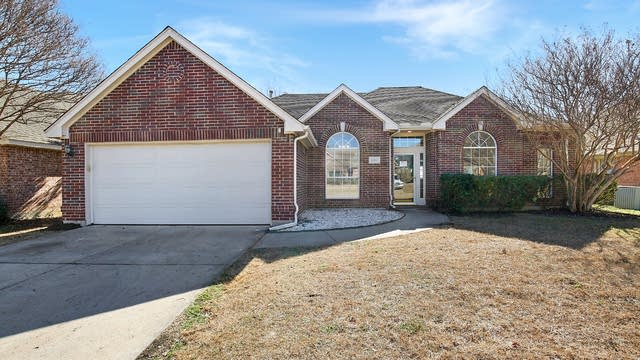 Photo 1 of 26 - 2206 Richmond Cir, Mansfield, TX 76063
