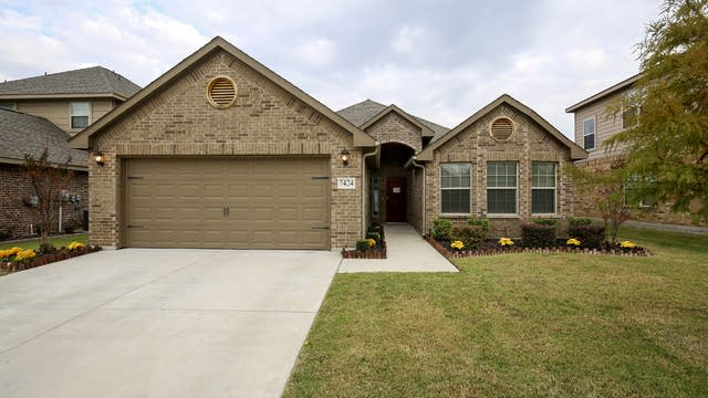 Photo 1 of 26 - 7424 Durness Dr, Fort Worth, TX 76179