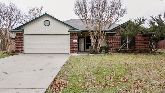 Photo 1 of 23 - 504 NE Park Meadow Ln, Burleson, TX 76028