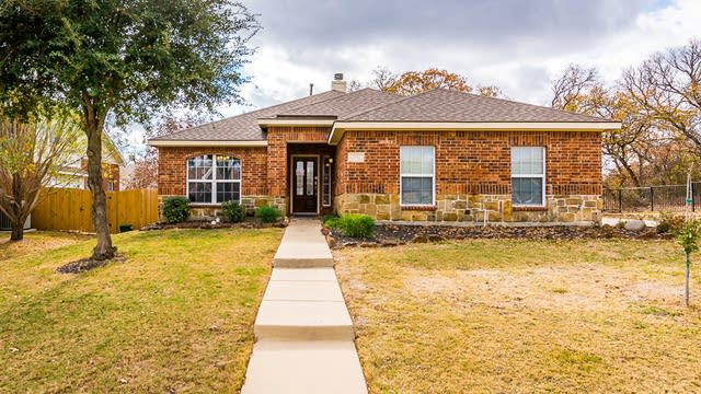 Photo 1 of 24 - 1912 Del Mar Ct, Denton, TX 76210