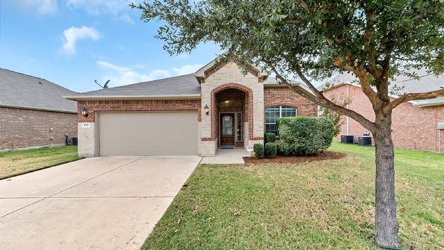 Photo 1 of 31 - 808 W Bend Blvd, Burleson, TX 76028
