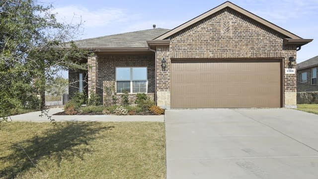 Photo 1 of 21 - 1309 Meadowlakes Dr, Azle, TX 76020