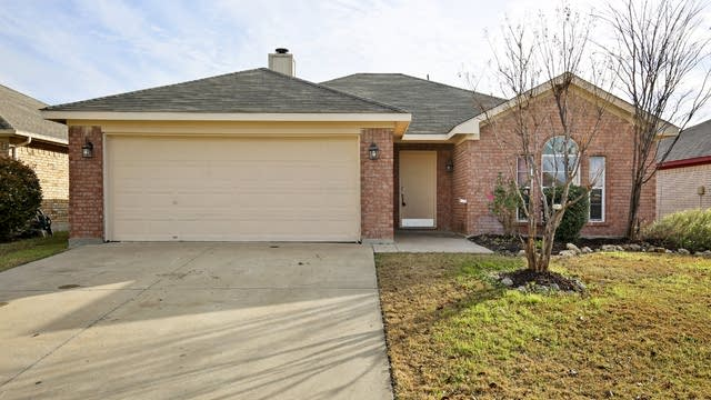 Photo 1 of 27 - 10416 Aransas Dr, Fort Worth, TX 76131