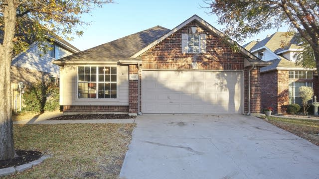 Photo 1 of 27 - 11721 Ficus Dr, Fort Worth, TX 76244