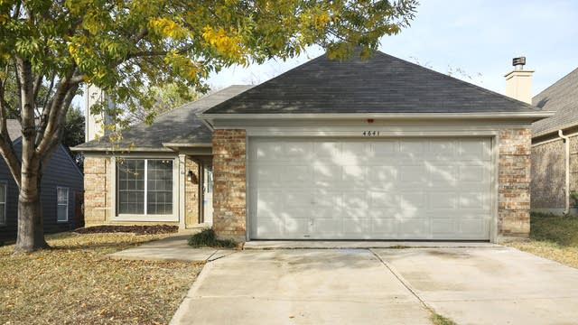 Photo 1 of 26 - 4641 Feathercrest Dr, Fort Worth, TX 76137